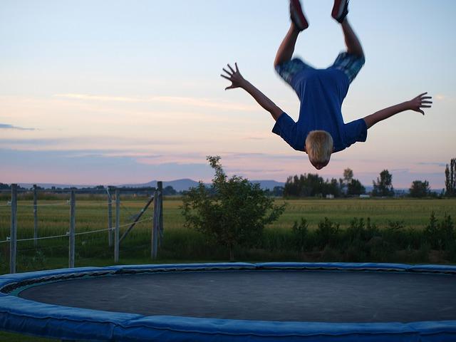 trampoline-71548_640